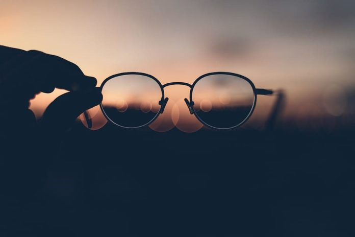Selecting- Appropriate- Glasses – Frame -Size -Really -Matters